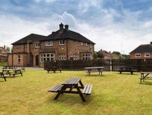Crows Nest Cleethorpes : Samuel Smiths Brewery Pub with B&B Hotel Accommodation in Cleethorpes